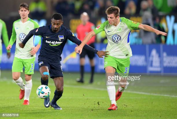 Salomon Kalou of Hertha BSC and Robin Knoche of VfL Wolfsburg during the game between VfL Wolfsburg and Hertha BSC on november 5 2017 in Wolfsburg...
