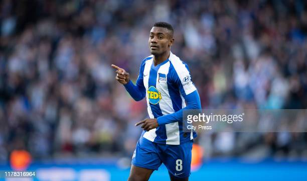 Salomon Kalou of Hertha BSC celebrates after scoring the 2:2 during the bundesliga match between Hertha BSC and TSG Hoffenheim at Olympiastadion on...