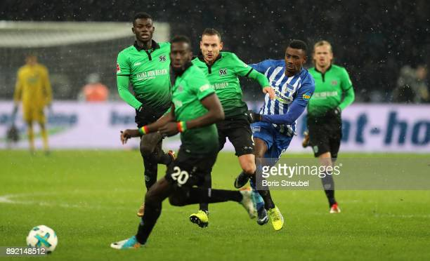 Salomon Kalou of Hertha BSC is challenged by Marvin Bakalorz of Hannover 96 and Salif Sane of Hannover 96 during the Bundesliga match between Hertha...