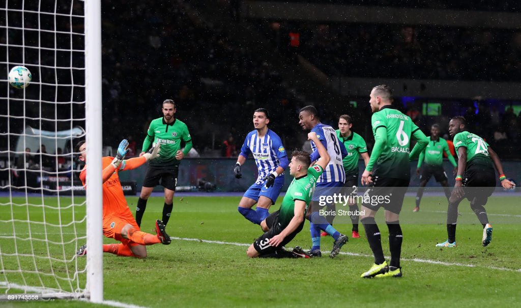 Salomon Kalou of Hertha BSC scores his team's second goal against goalkeeper Philipp Tschauner of Hannover 96 during the Bundesliga match between Hertha BSC and Hannover 96 at Olympiastadion on December 13, 2017 in Berlin, Germany.