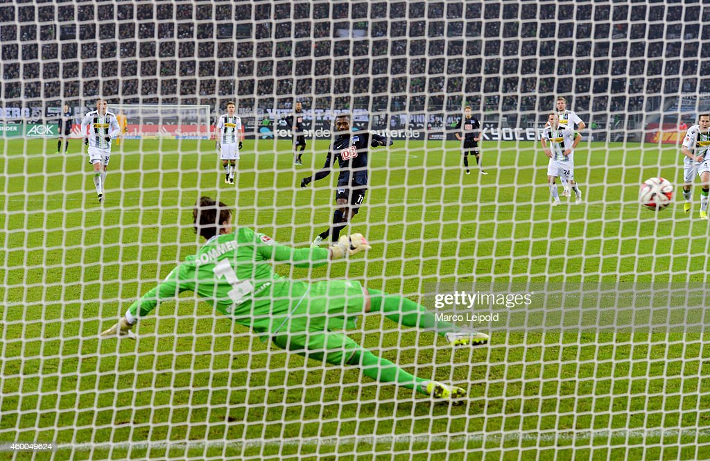 2 against Yann Sommer of Borussia Moenchengladbach during the match between Borussia Moenchengladbach and Hertha BSC on December 6, 2014 in Berlin, Germany.