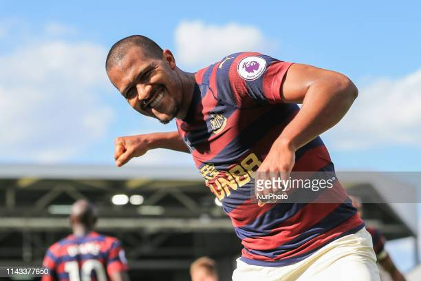 Salomon Rondon of Newcastle United celebrates scoring his sides fourth goal during the Premier League match between Fulham and Newcastle United at...