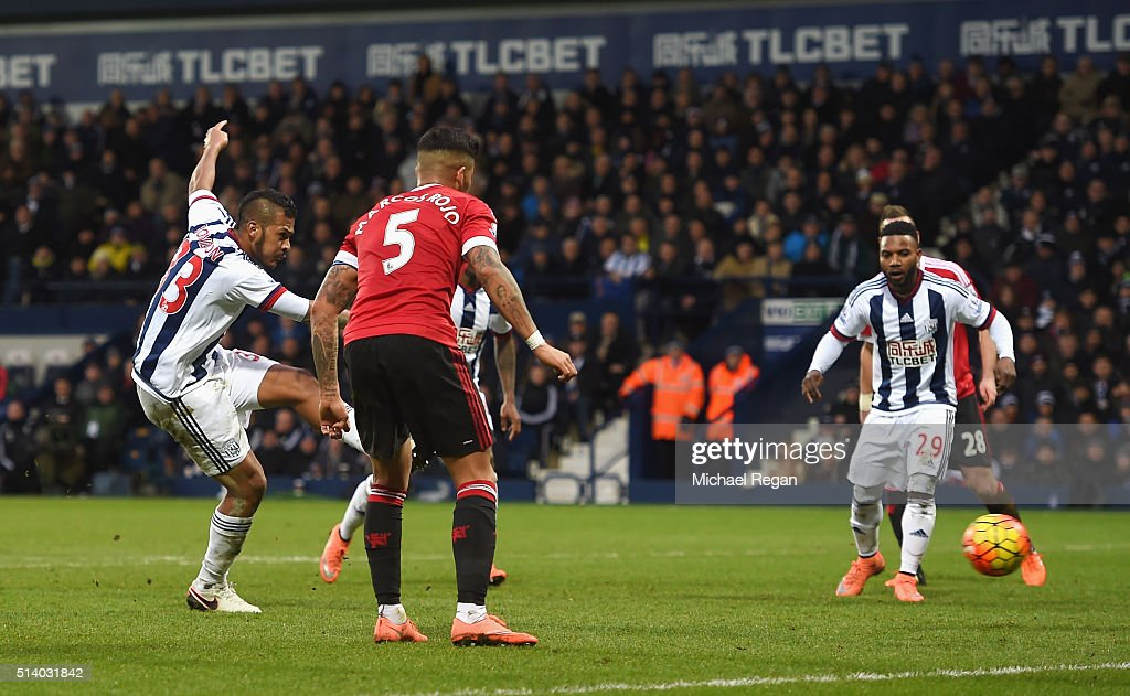 Salomon Rondon of West Bromwich Albion scores the opening goal during the Barclays Premier League match between West Bromwich Albion and Manchester United at The Hawthorns on March 6, 2016 in West Bromwich, England.