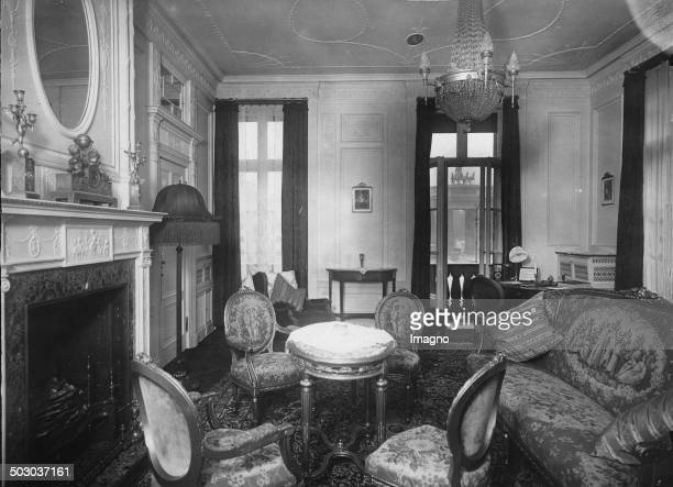 Salon of an apartment at the Hotel Adlon in Berlin. The Brandenburg Gate in the background. 17th September 1931. Photograph.