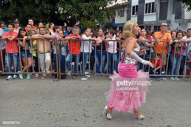 A salsa dancer rehearses in the backstage prior to the 'Salsodromo' 2016 parade in Cali Colombia on December 25 2016 Some 1000 dancers from different...
