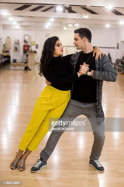 baile de salsa - salsa fotografías e imágenes de stock
