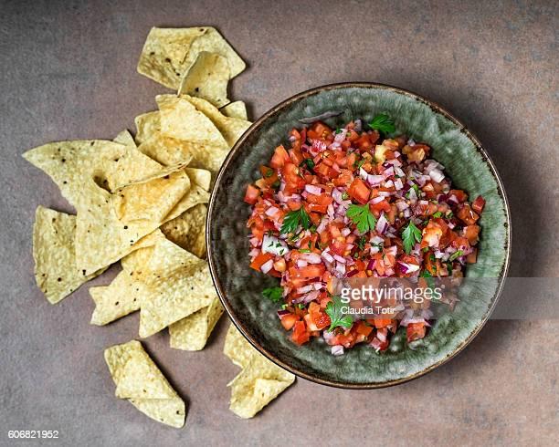 salsa with chips - salsa fotografías e imágenes de stock