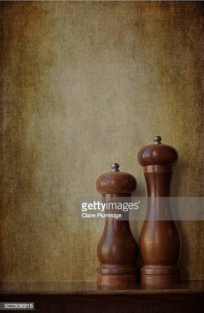 salt and pepper grinders - pepper mill stock pictures, royalty-free photos & images