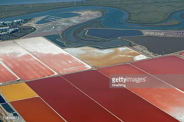 塩 evaporation 池空からの眺め - ソルトポンド ストックフォトと画像