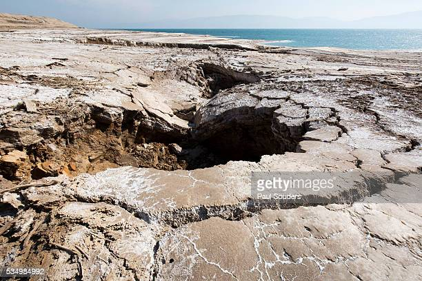 salt formations along dead sea shore, israel - sinkholes stock pictures, royalty-free photos & images
