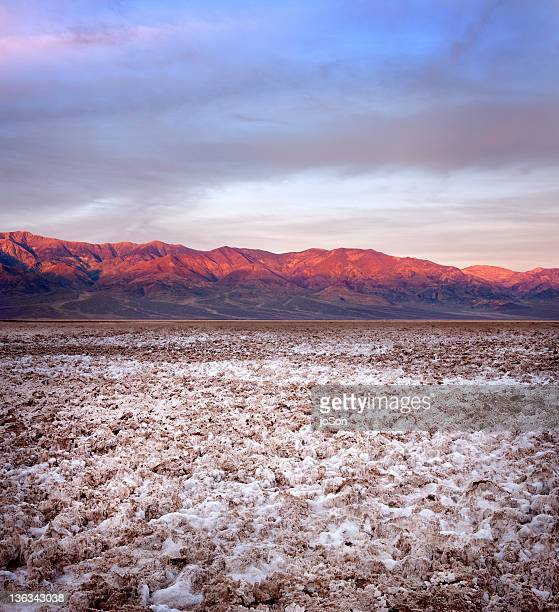 salt formations on dried lake bed at badwater - endorheic_basin ストックフォトと画像