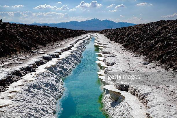 salt mine chloride trench with mountains beyond - timothy hearsum stock-fotos und bilder