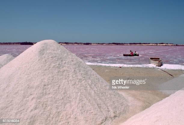 salt mound at lac rose - lac rose photos et images de collection