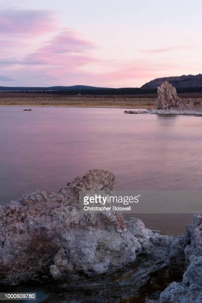 salt tufa formations sunset mono lake panoramic california natur - natur photos et images de collection