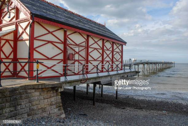 saltburn, north yorkshire, england, uk. 21 august 2006. saltburn pier and coast. - pier stock pictures, royalty-free photos & images