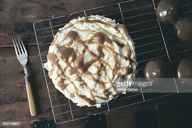 salted caramel cakes - rekha garton stock pictures, royalty-free photos & images