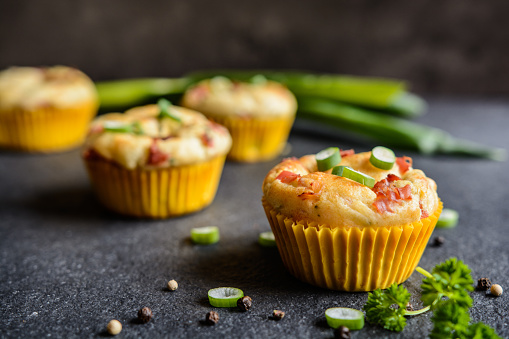 Salty bacon muffins with onion 643197032