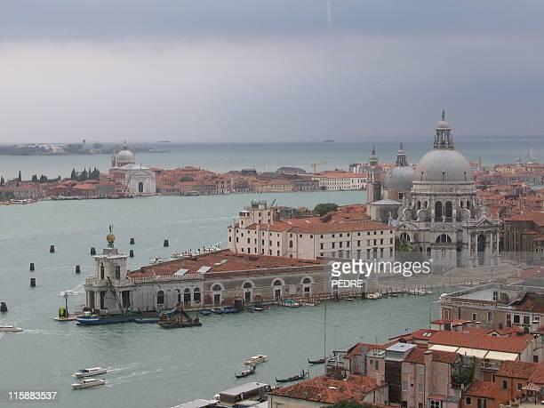 salutte ´ s basilica & la tempesta - luogo d'interesse internazionale foto e immagini stock
