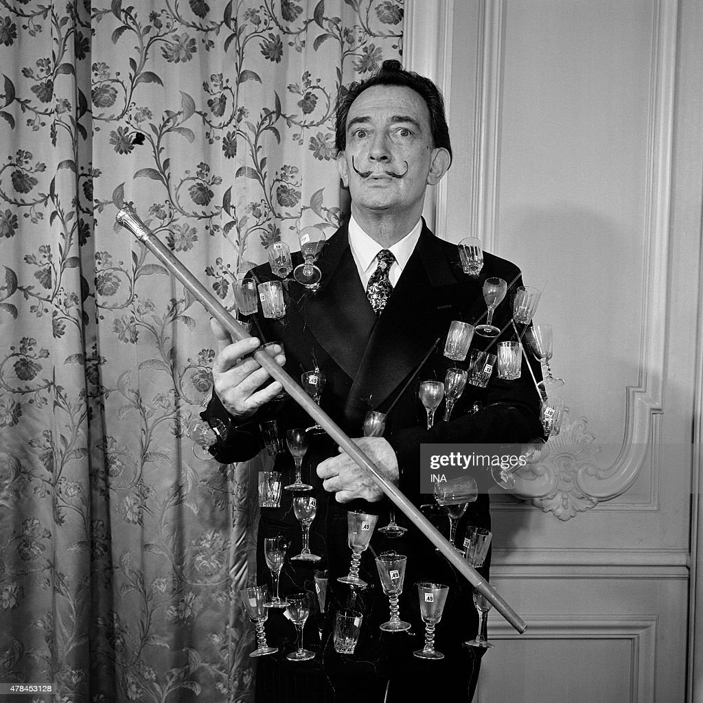 Salvador Dali at the station Montparnasse : News Photo