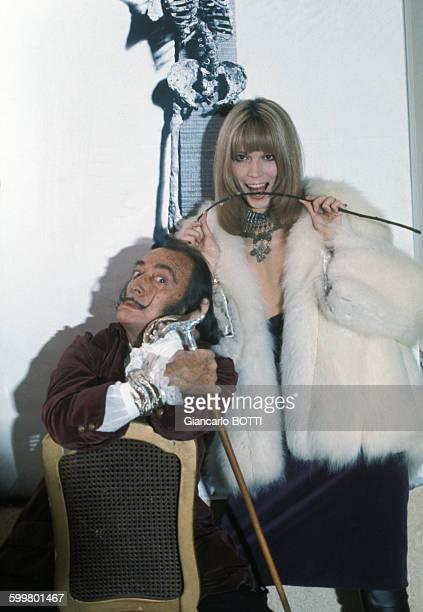 Salvador Dali et Amanda Lear en 1965 à Paris France