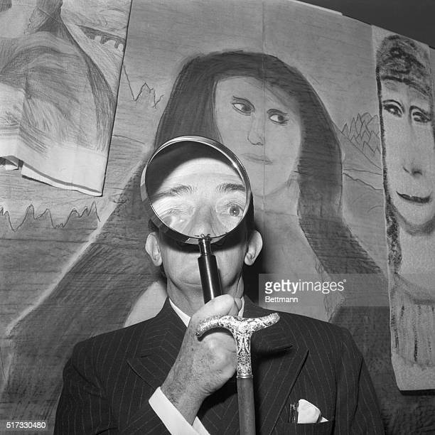 Salvador Dali judges an amateur art contest at the Arnold Constable Department Store in New York | Location Arnold Constable Department Store New...