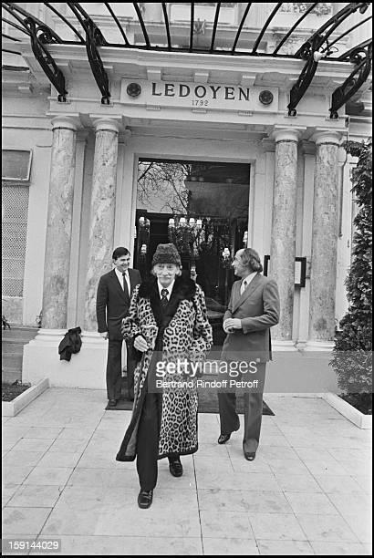 Salvador Dali leaves restaurant Ledoyen in Paris