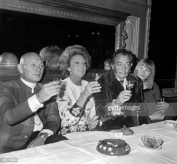 Salvador Dali Spanish painter with Yul Brynner American actor from Russian origin on the left and on the right Amanda Lear
