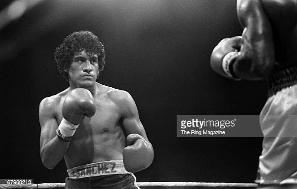 Salvador Sanchez looks to throw a punch against Azumah Nelson during the fight at Madison Square Garden on July 21 1982 in New York New York Salvador...