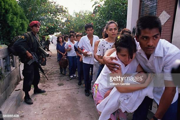 Salvadoran citizens evacuate their neighborhood during an offensive by Salvadoran rebels
