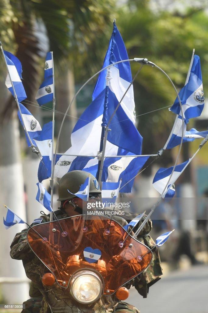 EL SALVADOR-ECONOMY-MEASURES-PROTEST : News Photo