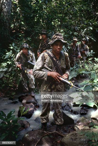 Salvadoran soldiers from the Atlacatl Rapid Reaction Battalion move into position against guerrillas from the People's Revolutionary Army or ERP in...