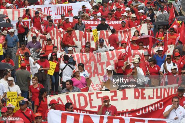 Salvadoran workers protest against the pension fund administrator AFP in San Salvador on September 21 and demand a reform of the pension system / AFP...