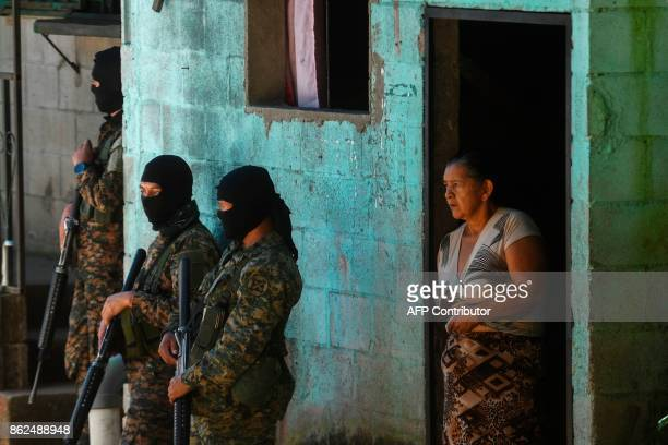 Salvadorean police members guard the crime scene where a member of the National Civil Police was allegedly killed by gang members in Santa Tecla El...
