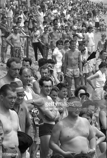 Salvage of the minisubmarine Tigerhai I near Locarno 1965 Spectators