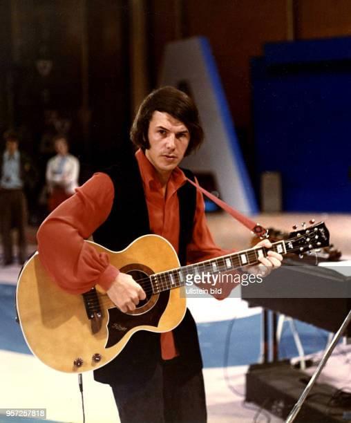 Salvatore Adamo, ein auf Sizilien geborener und in Belgien aufgewachsener Musiker, tritt im November 1971 im Kulturpalast in Dresden auf. Adamo singt...