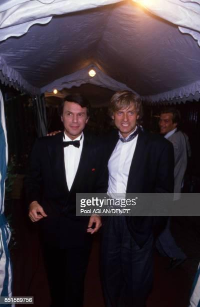 Salvatore Adamo et Dave lors d'une soirée à l'Olympia le 12 septembre 1987 à Paris, France.