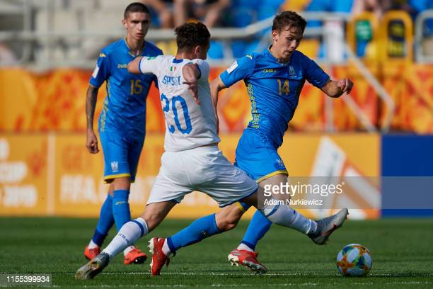 Salvatore Esposito of Italy U20 fights for the ball with Danylo Sikan of Ukraine U20 during the 2019 FIFA U20 World Cup Semi Final match between...