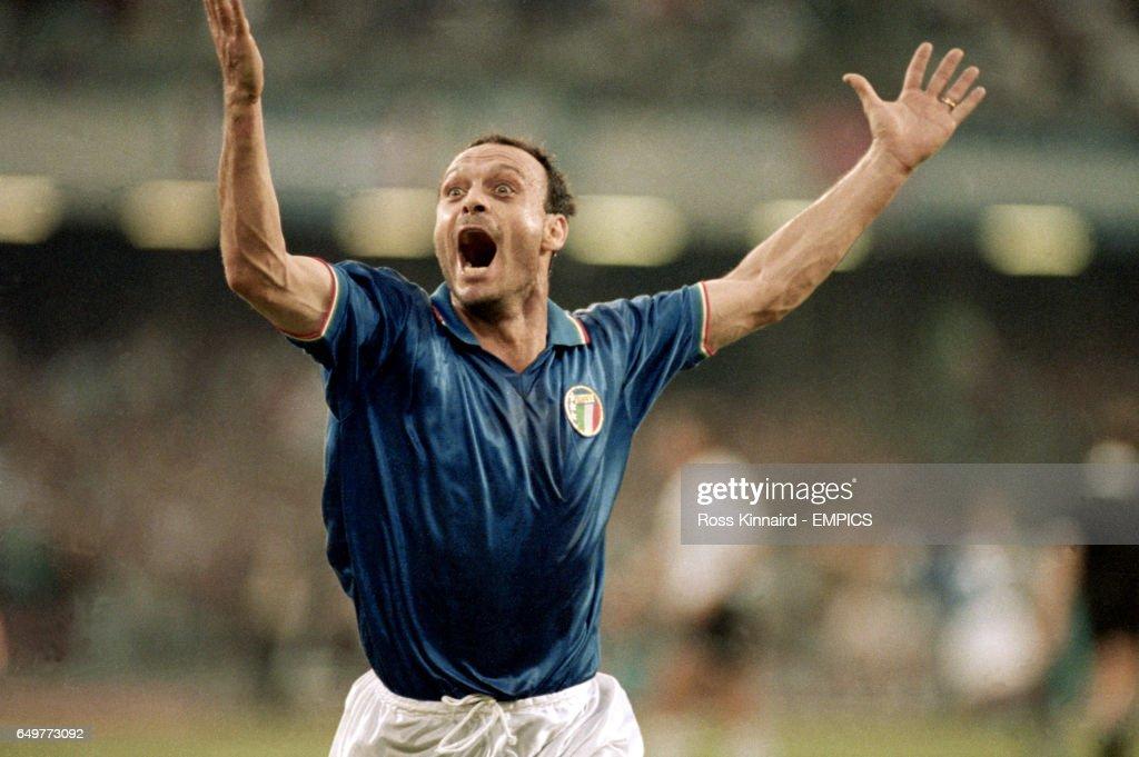 Soccer - FIFA World Cup Italia 90 - Semi Final - Italy v Argentina - Stadio San Paolo, Naples : News Photo