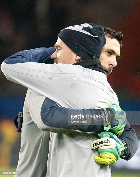 Salvatore Sirigu and Nicolas Douchez of Paris SaintGermain before the French Ligue 1 between Paris SaintGermain FC and LOSC Lille FC at Parc Des...
