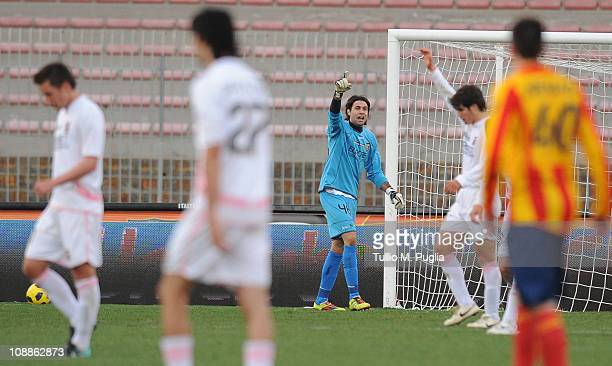 Salvatore Sirigu goalkeeper of Palermo celebrates after winning the Serie A match between US Lecce and US Citta di Palermo at Stadio Via del Mare on...