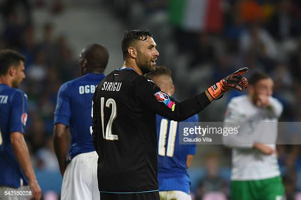 Salvatore Sirigu of Italy gestures during the UEFA EURO 2016 Group E match between Italy and Republic of Ireland at Stade PierreMauroy on June 22...