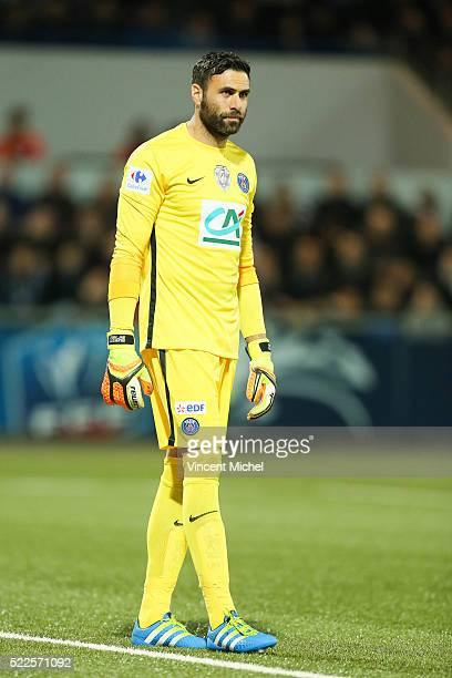 Salvatore Sirigu of Paris SaintGermain during the semifinal French Cup between Lorient and Paris SaintGermain at Stade du Moustoir on April 19 2016...