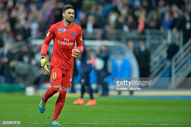 Salvatore Sirigu of Paris SaintGermain reacts during the French Cup Final game between Paris SaintGermain and Llosc Lille at Stade de France on April...