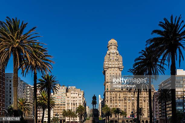 salvo palace on plaza independencia - montevideo stock pictures, royalty-free photos & images
