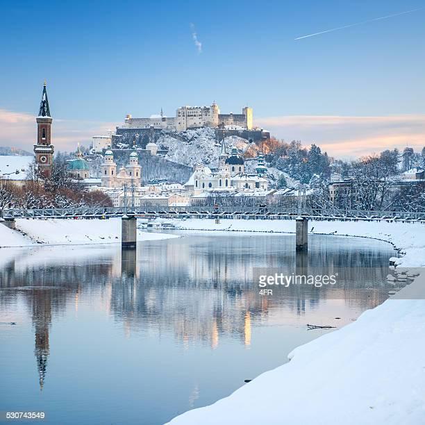 salzburg schnee bedeckt, österreich - salzburg stock-fotos und bilder