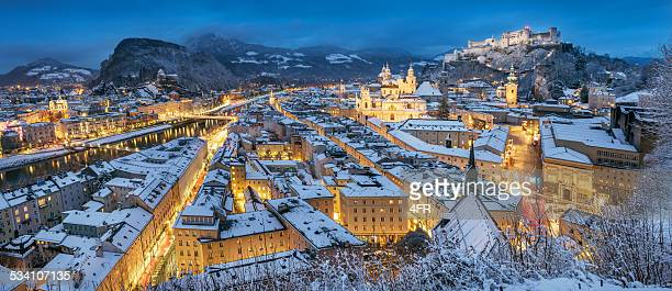 Salzburg mit Hohensalzburg Die im Schnee