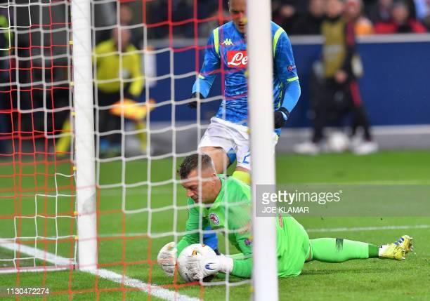 Salzburg's German goalkeeper Alexander Walke gets the ball ahead of Napoli's Polish midfielder Piotr Zielinski during the UEFA Europa League round of...