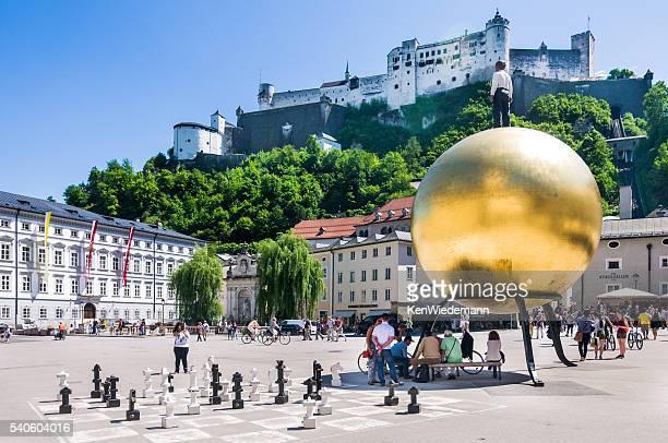 salzburg goldene kugel - salzburg stock-fotos und bilder