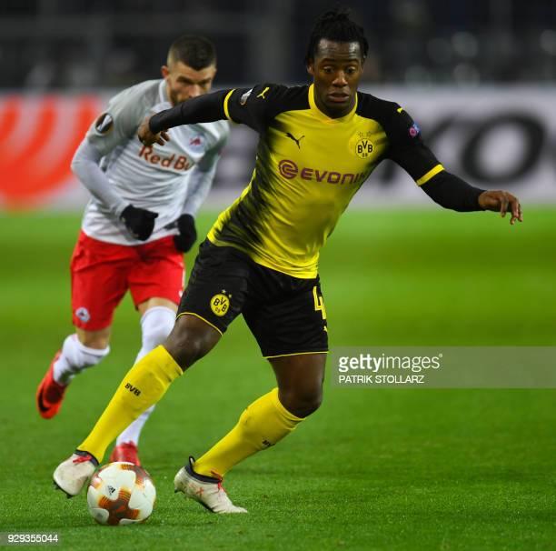 Salzburg's Munas Dabbur and Dortmund's Belgian striker Michy Batshuayi vie for the ball during the Europa League Round of 16 first leg football match...