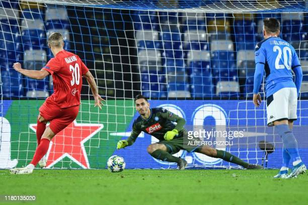 Salzburg's Norwegian forward Erling Braut Haland scores a penalty past Napoli's Italian goalkeeper Alex Meret to open the scoring during the UEFA...